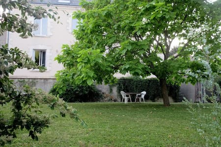 Maison avec grand jardin à la campagne
