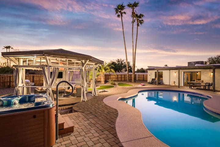 ****BRAND NEW EVERYTHING**+9-HOLE PUTTING COURSE+HOT TUB+HEATED POOL