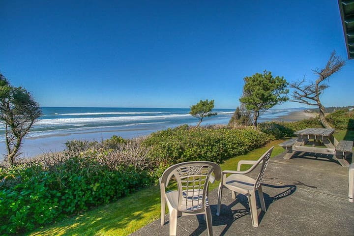 Ocean Front Vacation Home Just North of Seal Rock,
