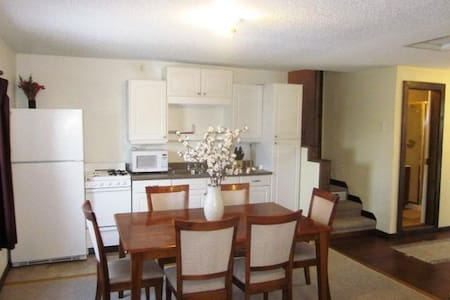 Beautiful 1 Bedroom/1 Bath/Full Kitchen Apartment