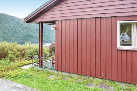 Holiday cottage with 2 bedrooms on 60m² in Ostereidet