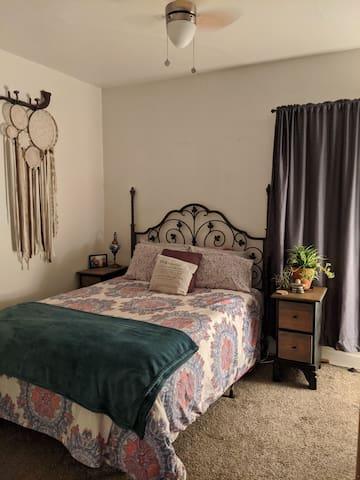 2 Bedroom 1 bath cozy & warm home +Pet friendly