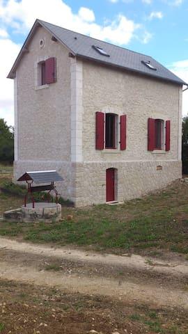 Typique maison garde-barrière - Sainte-Solange - Hus