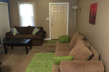 Cozy home in the heart of Evansville Entire House - Evansville - Hus