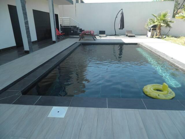 bas de villa   avec piscine privative