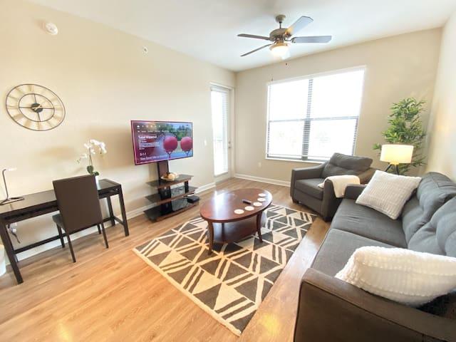 Modern 3 Bedroom Apt Home in Tampa Westshore - Sleeps 7!