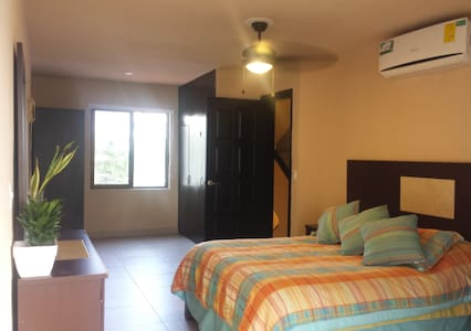 BEST PRICED ROOM IN HOTEL ZONE IN CANCUN QS BEED - Канкун - Вилла
