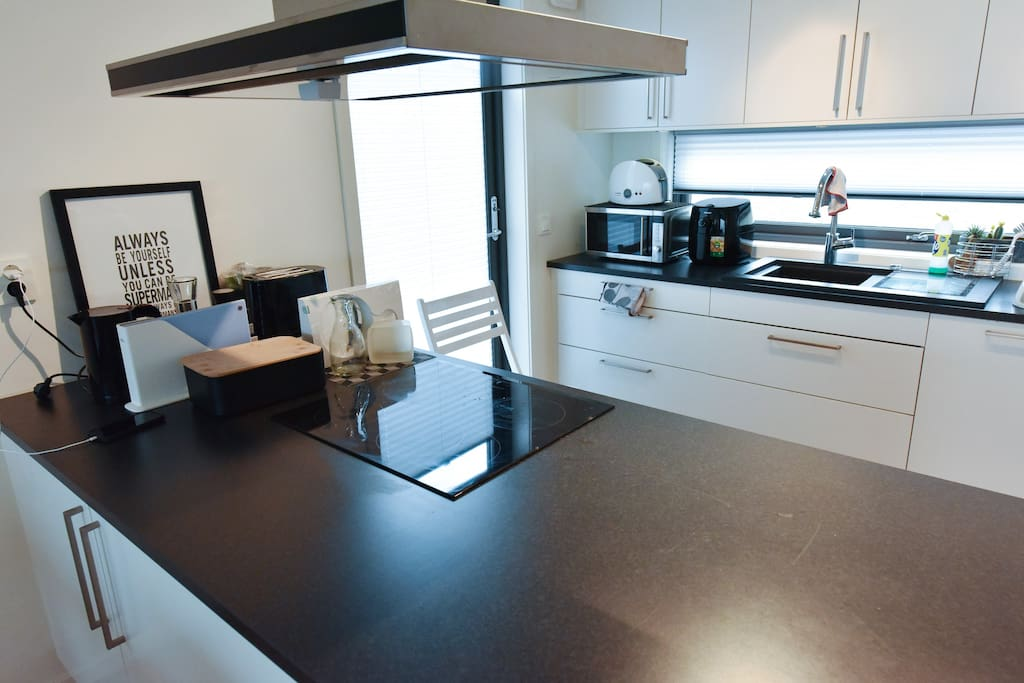You can use the modern kitchen with all facilities!