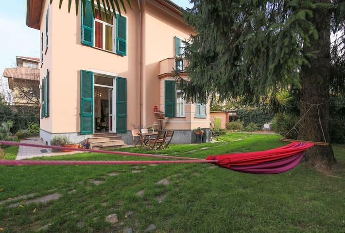 Al giardino degli artisti, Garden apartment - Cairo Montenotte - Villa