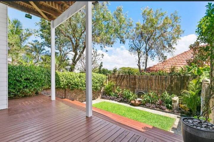 South Coogee Beach Apartment - Moments to Sand
