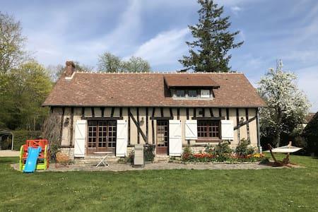 Maison de campagne avec tennis et grand jardin