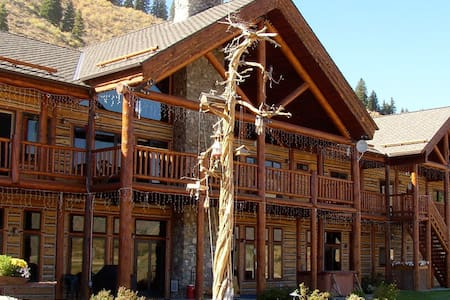 Mountain Bed & Breakfast on Scenic Reservoir (bh)