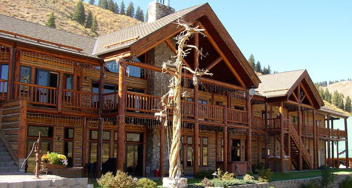 Mountain Bed & Breakfast on Scenic Reservoir (mt)