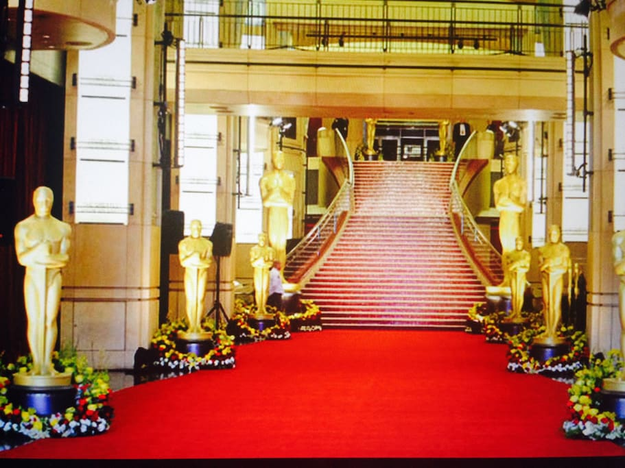Kodak Theatre, Home of the Oscars, is two blocks away!
