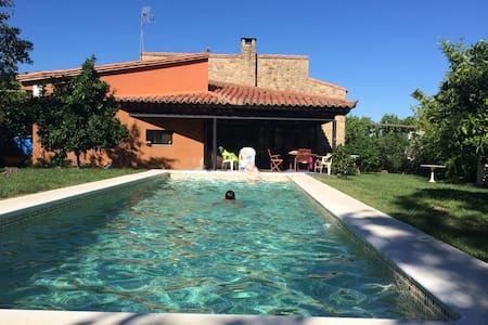 Sierra de Gata, Casa RAINBOW with pool in Hoyos