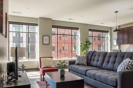 Chic Downtown Loft   Walk to Scioto Mile + Commons