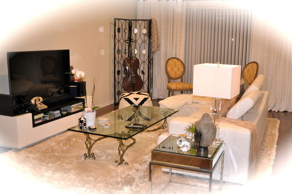 Hollywood Glamour-Living Room