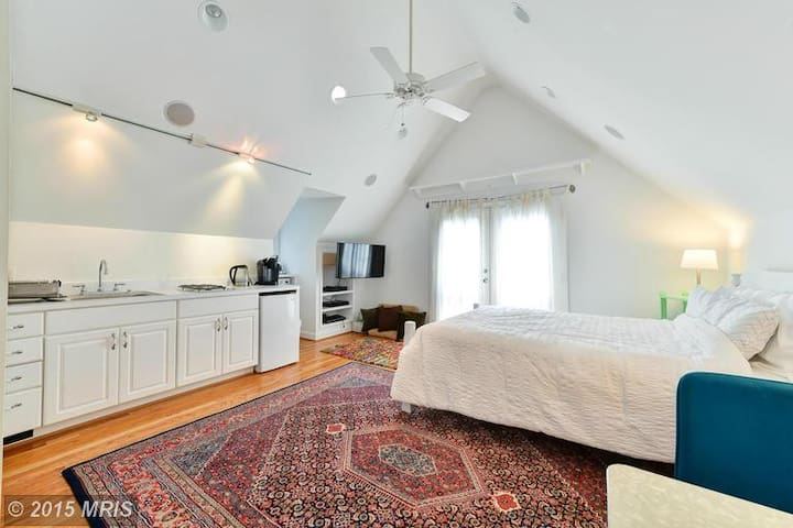 Cute and private loft apartment - Arlington - Loft
