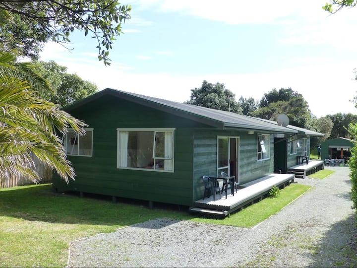 Punakaiki Green House Cottages UNIT B. FREE WIFI