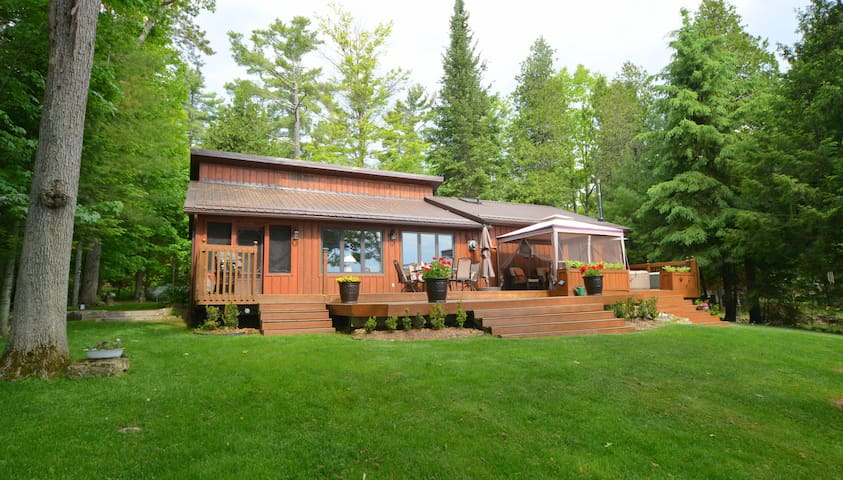 4 Season Family Cottage Retreat on Belmont Lake - Havelock - Blockhütte