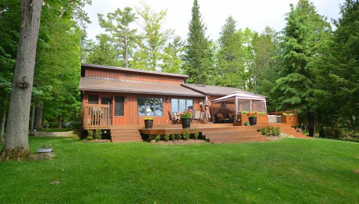 4 Season Family Cottage Retreat on Belmont Lake