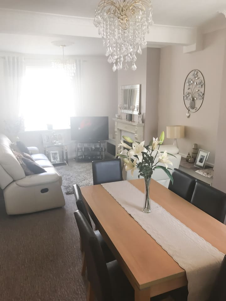 ENTIRE HOUSE FOR RENT- CENTRAL CARDIFF