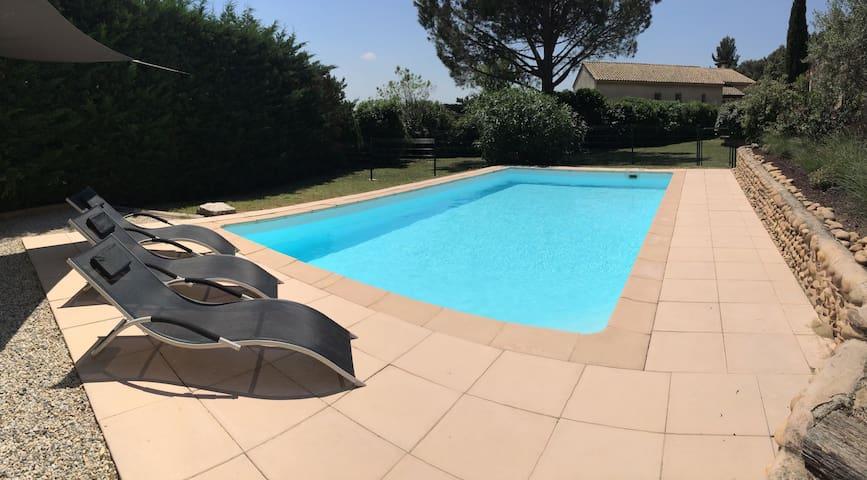 Studio avec piscine colline Châteauneuf-du-Pape