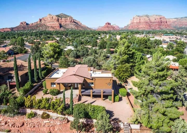 Red Rock Ranch - Best views, hot tub, full remodel