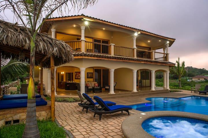 Moonlight - Beachfront Twilight Tide Villa