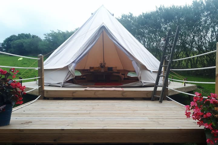 Glamping Site on Anglesey - Bell Tent 'Cyll'