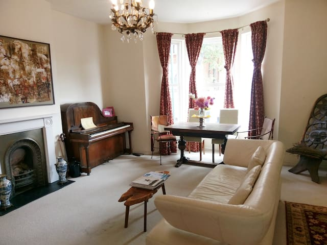 Beautiful Large Flat over 2 floors Great Location