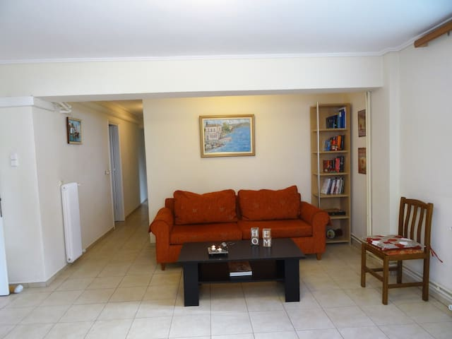 Homy apartment near city center-25' from airport - Filothei - Apartment