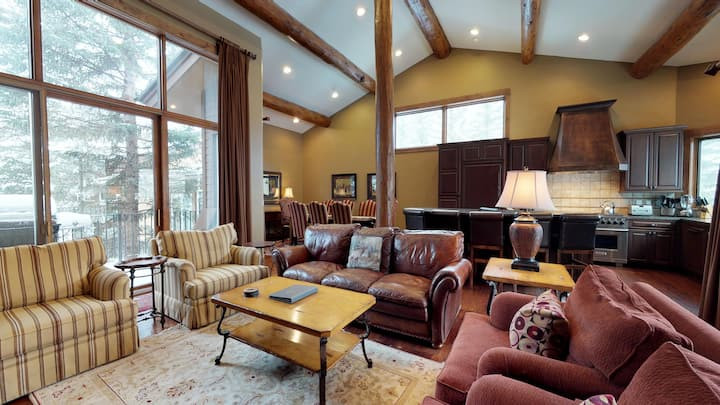 Upscale 4BR Vail Home with Mountain Views