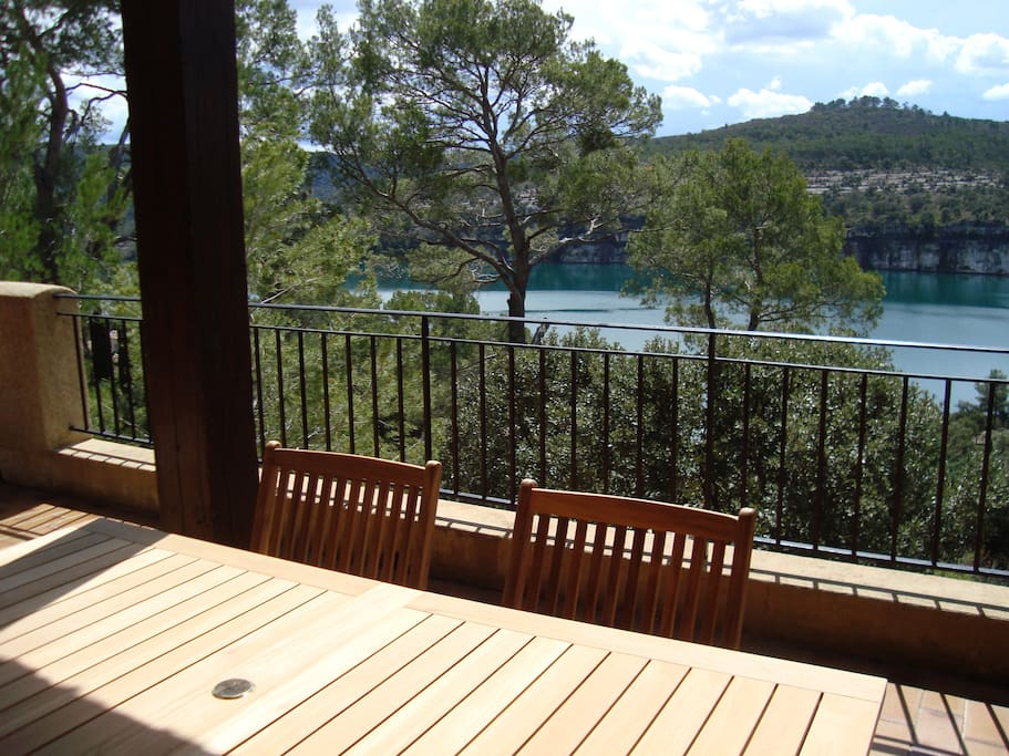 Villa vue imprenable acc s lac esparron de verdon for Ada salon de provence