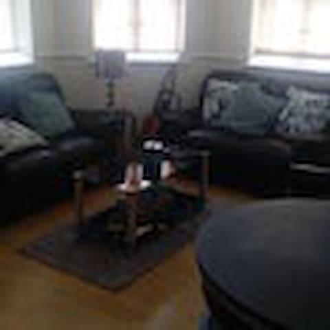 Lovely Flat, close to RH Uni and Heathrow Airport