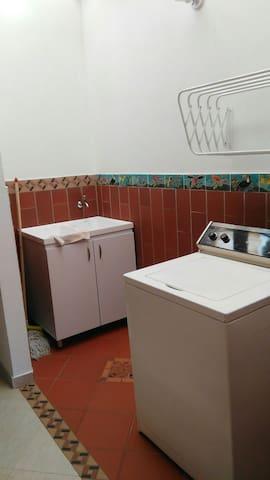 CASA EN LA PLAZOLETA DE LOS ZÓCALOS - Guatapé - Apartment