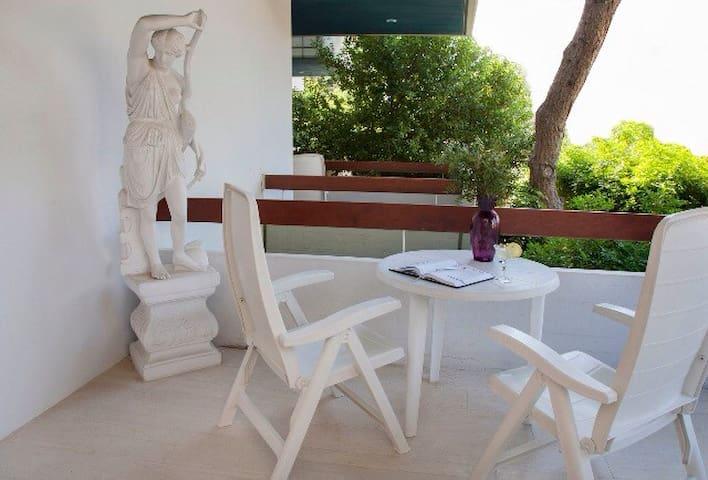 Kavouri, Athens resort, unwind by the sea