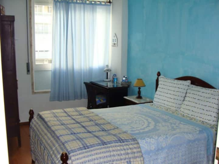 Double bed room(BLUE) near Lisb airport & P.Nações