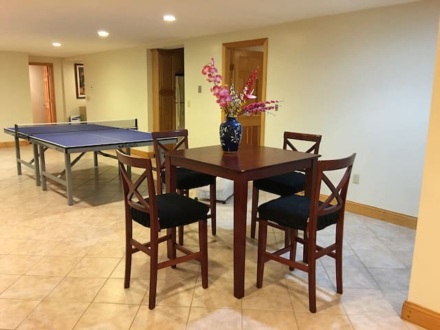 Eating area with Pingpong table