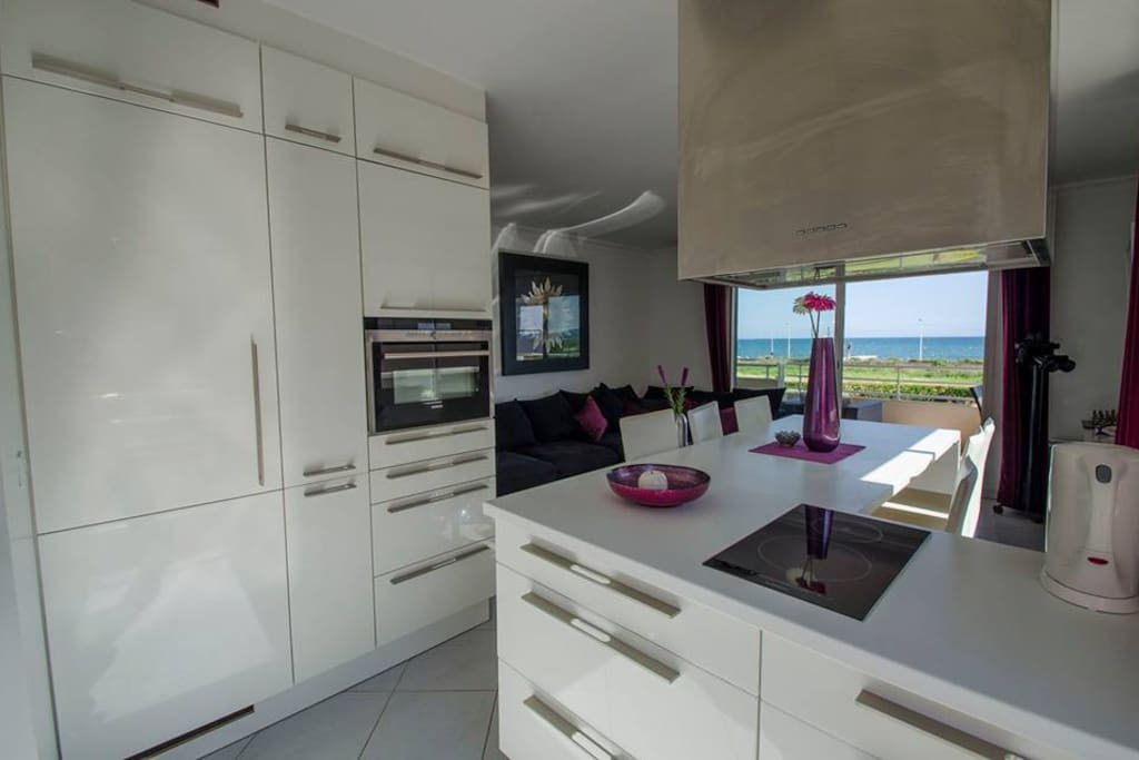 Full equipped Kitchen With dishwasher and washing-machine