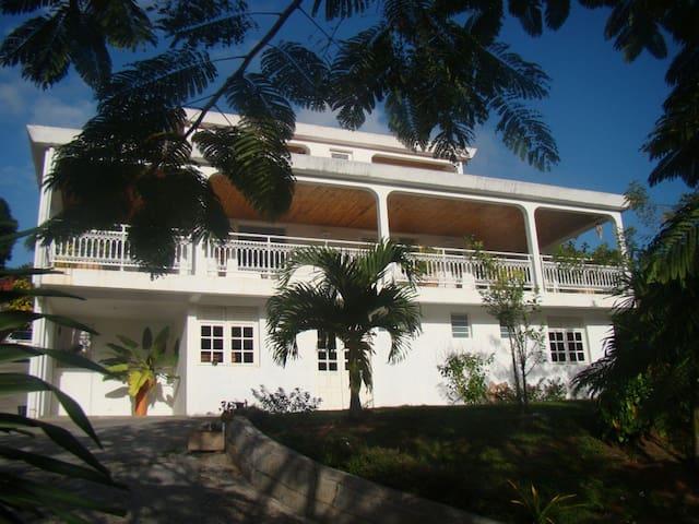 Chambres à la Villa Marie - Saint-Esprit - Rumah