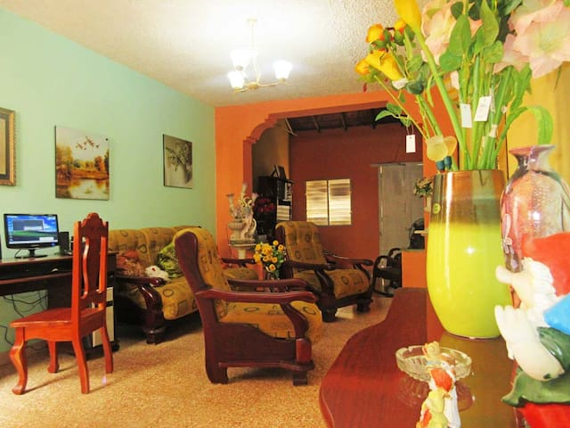 Room with quick access to PLAZA MAYOR Y VIAZUL -R2