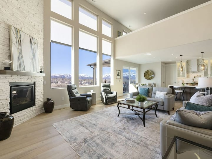 New Listing! Luxury Escape w/ Amazing Views