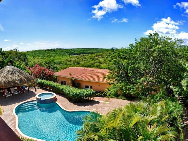 prachtig appartement met zwembad en uitzicht