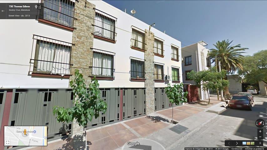 Departamento comodo y con estacionamiento! - Godoy Cruz - Apartment