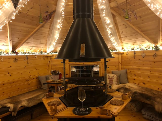 Quirky Sizzlin Snowdon has a central BBQ with chimney & seats 10-12 around a rustic open BBQ fire