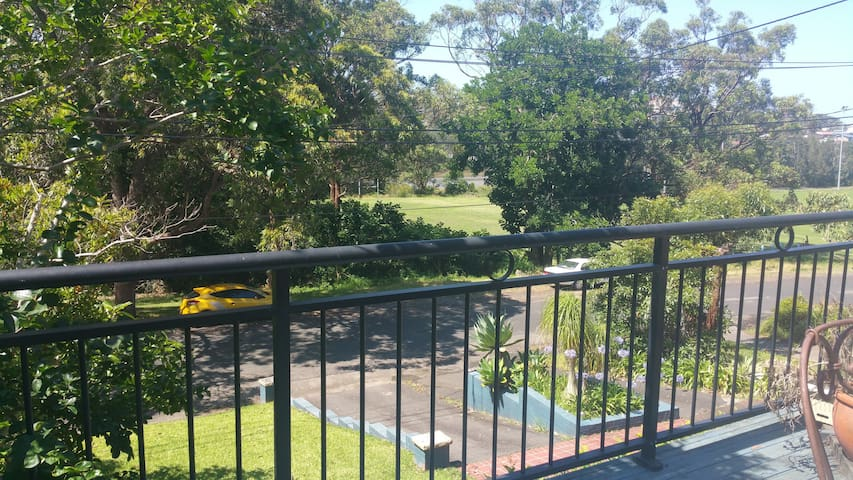 Sunny Sea Breeze Home Near Beach - Terrigal - Rumah