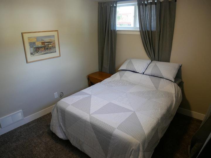 Remodeled private bedroom near ski resorts