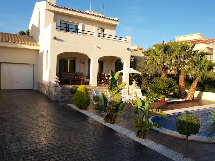 Nice villa with pool and barbecue