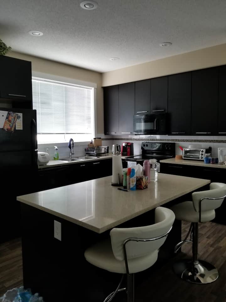 North Edmonton Single Room close to Anthony Henday